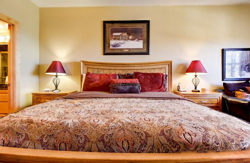 Luxurious ski condo w/ shared hot tub, pool & sauna + great views & location! - Image 1 - Brian Head - rentals