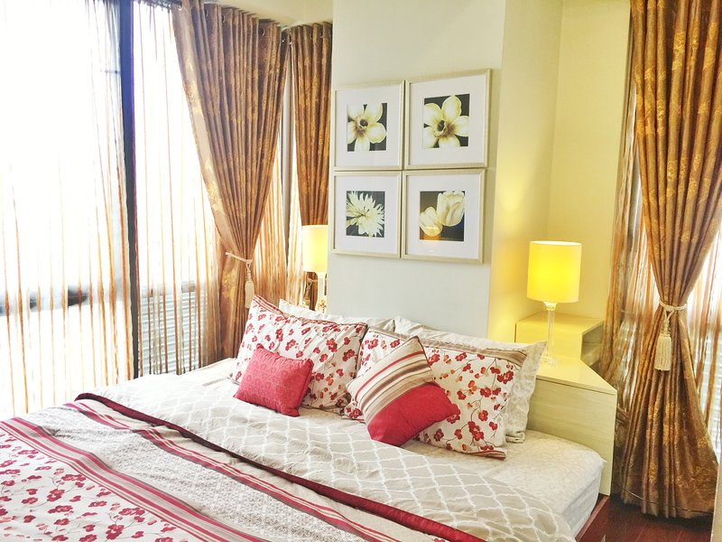 Corner unit with bedroom facing city views of BGC - Classy Contemporary 1 Bedroom Suite at BGC - Taguig City - rentals