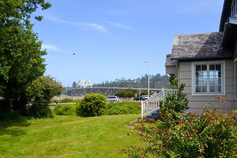 Gorgeous dog-friendly bayview home - walk to beach, shops, & restaurants! - Image 1 - Waldport - rentals
