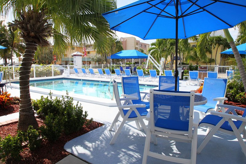 Blue...The color of Sky and Ocean ! - Sea Spray Inn ! The little Inn with a BIG ❤️ - Lauderdale by the Sea - rentals
