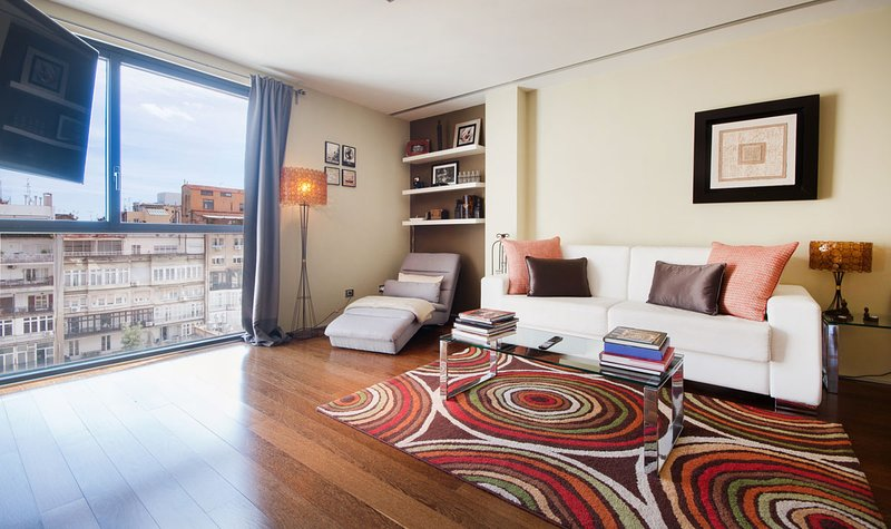 Chic 80m2 apartment on Passeig de Gracia in the very center of Barcelona - B118 - Image 1 - Barcelona - rentals