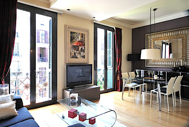 Comfortable 2 bedroom art deco apartment in the city center - B200 - Image 1 - Barcelona - rentals