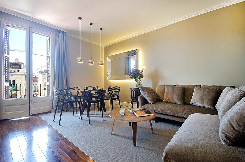 Comfortable apartment close to Passeig de Gracia - B367 - Image 1 - Barcelona - rentals