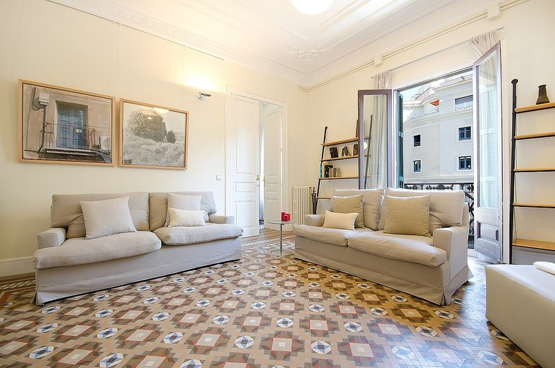 Classic Spanish flat with original mosaic floors and spacious rooms - B361 - Image 1 - Barcelona - rentals