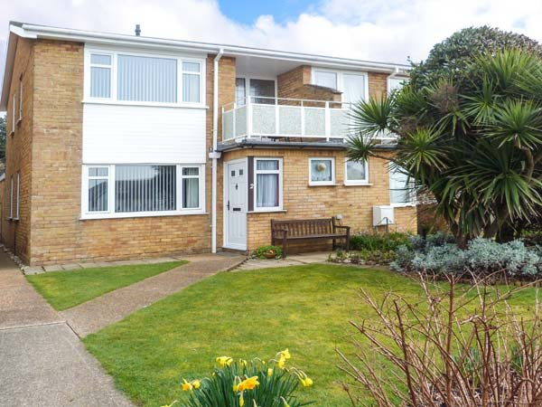 2 KINGSWAY COURT, semi-detached, enclosed lawned garden, shops and pubs within - Image 1 - Seaford - rentals