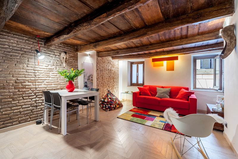The brick walls are still the original ones, dating back the 1600 - Roman Forum apartment - Rome - rentals