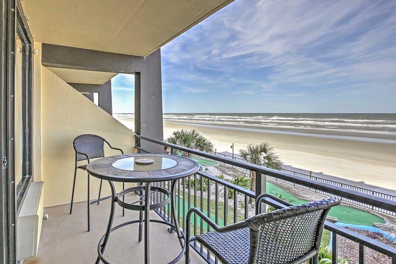 Have the ultimate Daytona Beach Shores vacation with this bright studio overlooking the ocean! - NEW! Daytona Studio w/Unbeatable Sunrise Views - Daytona Beach Shores - rentals