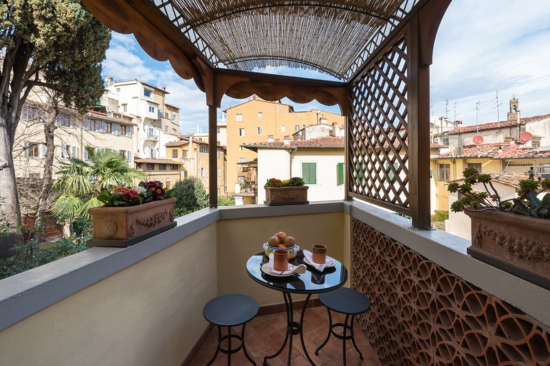 Perfect Charming-Ponte Vecchio-Terrace-Views-A++Reviews-Washer-Casetta Bonsi - Image 1 - Florence - rentals