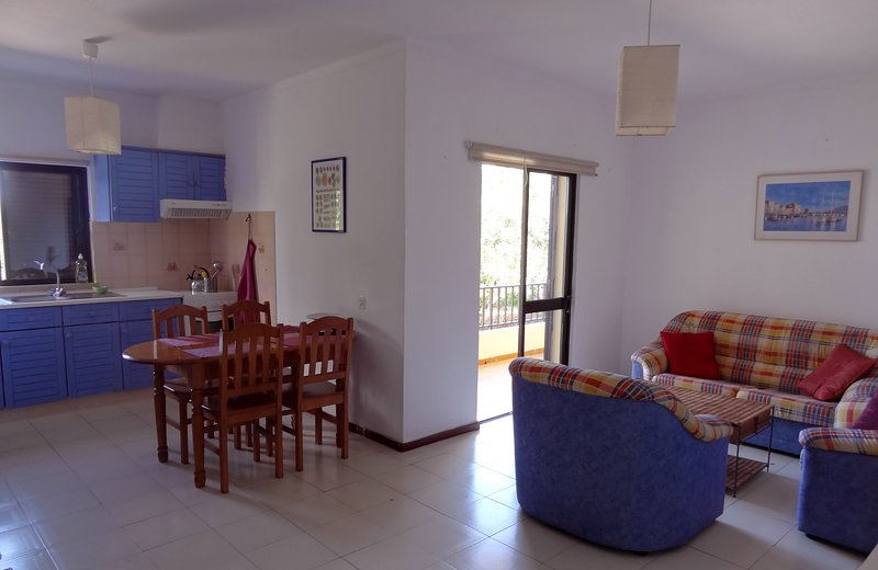 Airy 2 double bedroom apartment Blue 2.4 mi beach - Image 1 - Almancil - rentals