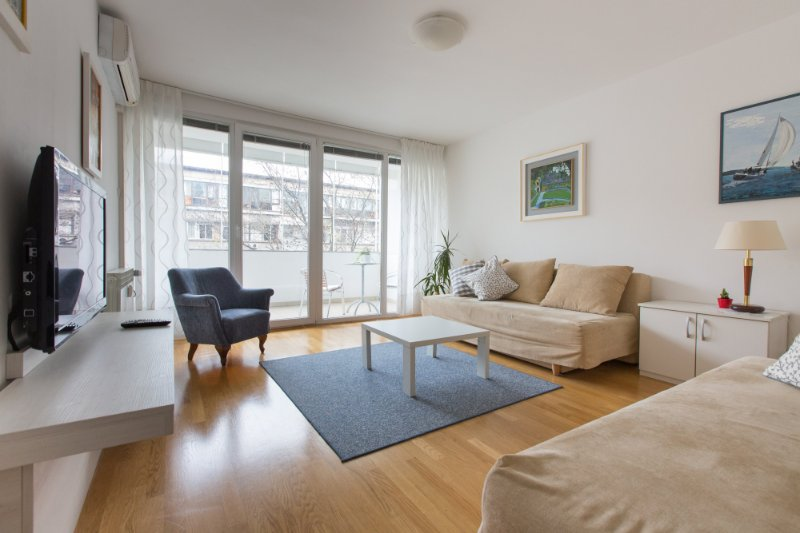 Living room with two sofa beds, entrance to the terrace and big windows. - Central Point - Zagreb - rentals