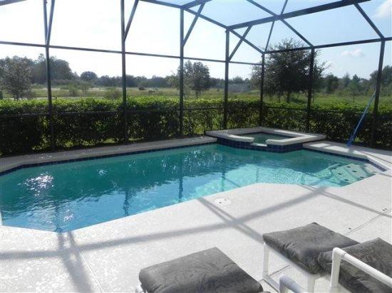 Updated 4 Bedroom 3.5 Bathroom Pool Villa in Silver Creek. 17614WW - Image 1 - Orlando - rentals