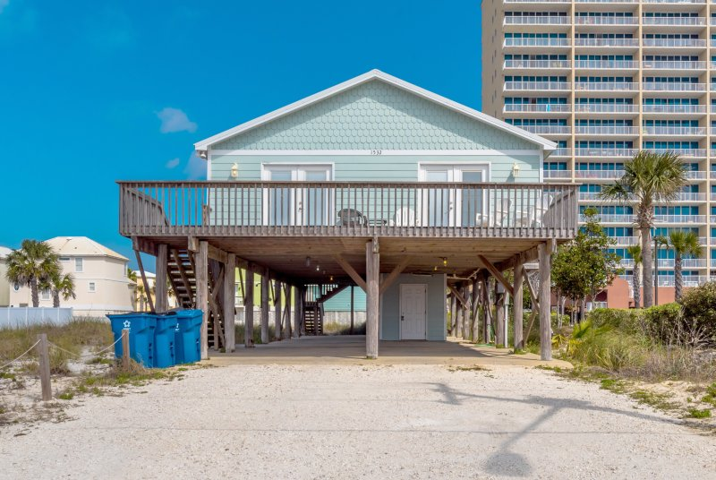 "This beach home is the very essence of luxury and rightly named, ""Blue Pearl."" - Blue Pearl - Gulf Shores - rentals"