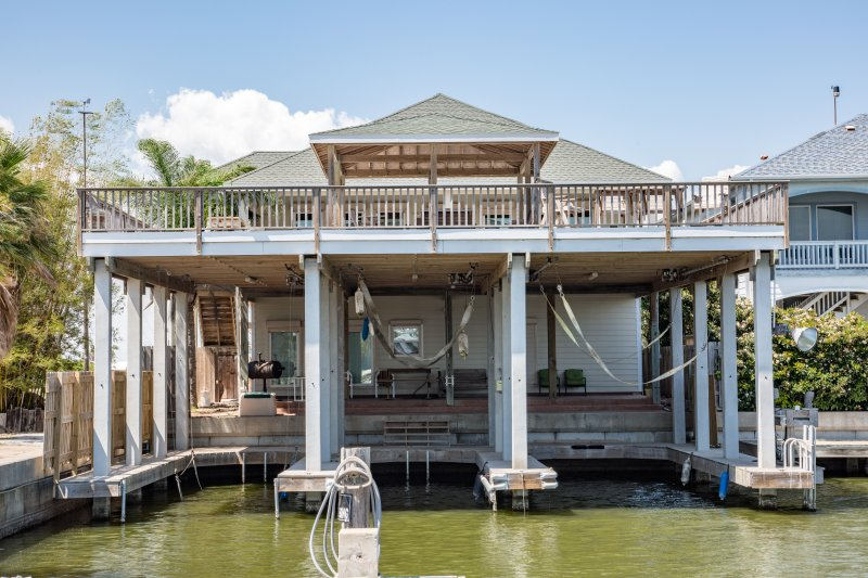 4/3 WATERFRONT LUXURY HOUSE /  3 BOAT SLIPS / LIFTS - PORT MANSFIELD / SOUTH PADRE WATERFRONT 4 BEDROOM HOUSE 3 BOAT SLIPS/LIFTS - Port Mansfield - rentals