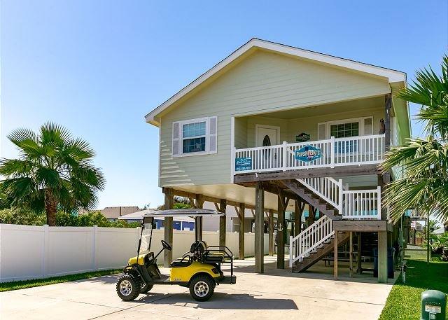 Free Golf Cart - Papakeeko's Happy Ours: *FREE GOLF CART, Close to Beach, Pool, Pets - Port Aransas - rentals
