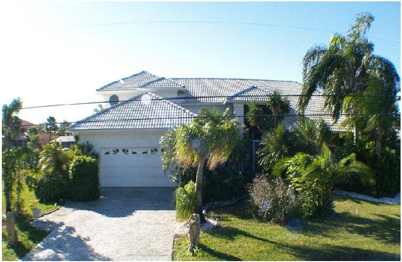 FRONT VIEW 5 B. 3.5 B. Villa GRANDEE - WATERFRONT LARGE 2storey 5 bedroom,pool-jacuzzi - Cape Coral - rentals
