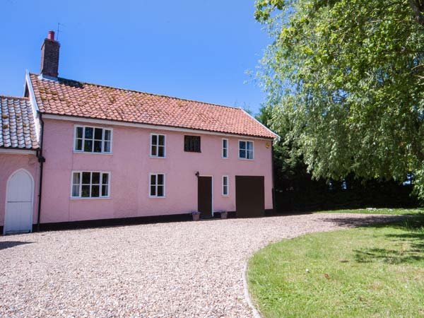 ST MICHAEL'S COTTAGE, wooden beams, woodburning stove, in rural location in - Image 1 - Bungay - rentals