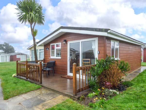 TIGGY WINK, cosy chalet, on-site facilities, close to beautiful beaches, near Padstow, Ref. 930558 - Image 1 - Saint Merryn - rentals