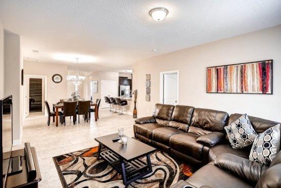 5 Bedroom 5 Bath Villa with Large Master Suite, Private Pool & Spa. 4329AC - Image 1 - Orlando - rentals