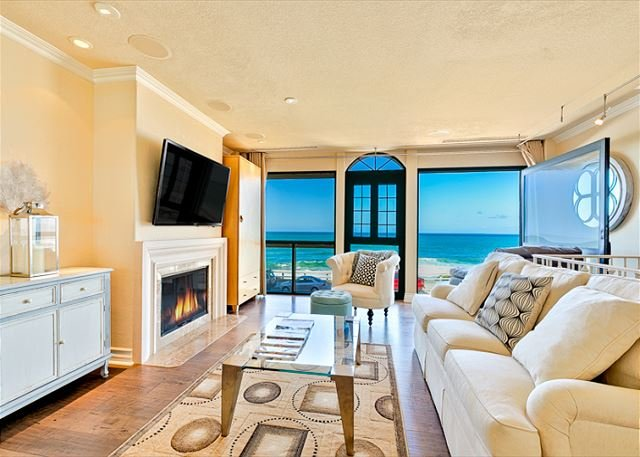 2nd Floor Living Room with Fireplace, Flat Screen TV and Expansive Ocean Views. - 15% OFF APRIL DATES - Oceanfront home in the Village w/ private spa! - La Jolla - rentals