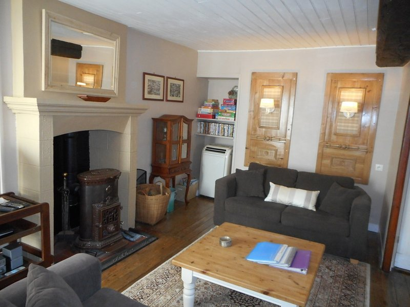 lovely cosy living room, perfect for chilling and reading/watching TV or listening to music. - Our Cosy Cottage - Lassay-les-Chateaux - rentals