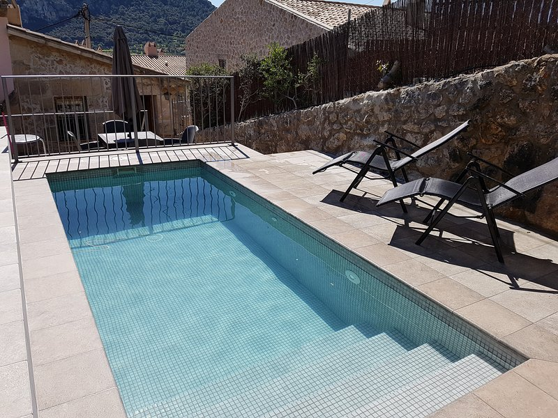 Town house with private pool and terrace in the old town, Calvario area - Image 1 - Pollenca - rentals