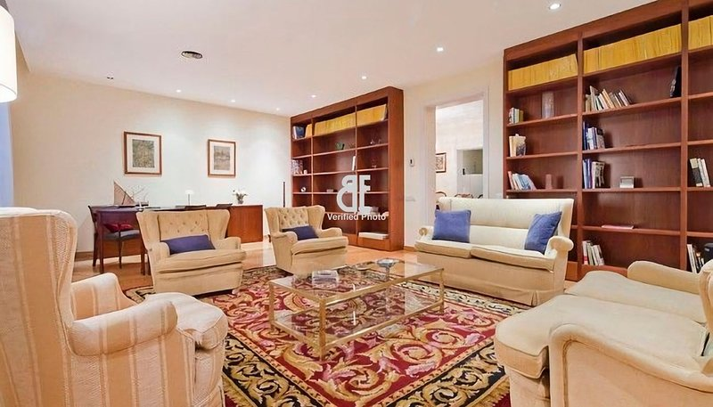 BCN Rambla Catalunya - Luxurious and marvelous apartment with 5 bedrooms and 4 - Image 1 - Barcelona - rentals