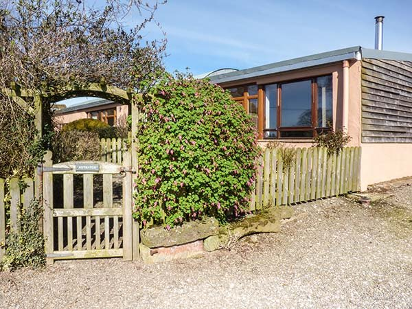 NUTHATCH, pet friendly, country holiday cottage, with open fire in High Head - Image 1 - Ivegill - rentals