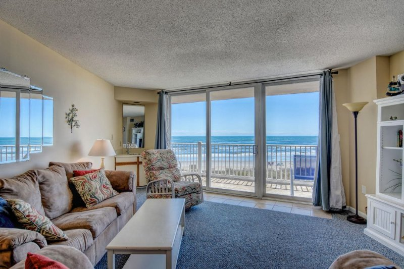 Living Area - St. Regis 2207 Oceanfront! | Indoor Pool, Outdoor Pool, Hot Tub, Tennis Courts - North Topsail Beach - rentals