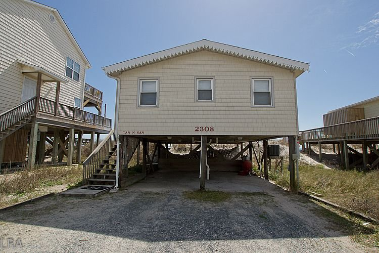 Street Side Exterior - Tan-N-Sand - Entrancing Oceanfront View, Traditional Beach Cottage, Pet Friendly - Surf City - rentals
