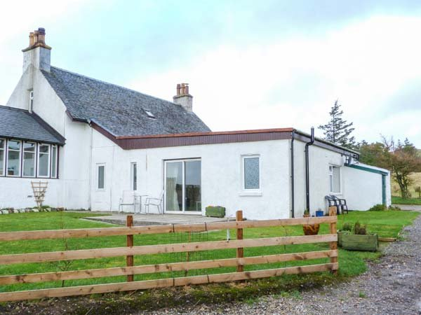 KILBRIDE COTTAGE, lawned garden, close to beaches, lovely views, Campbeltown - Image 1 - Campbeltown - rentals
