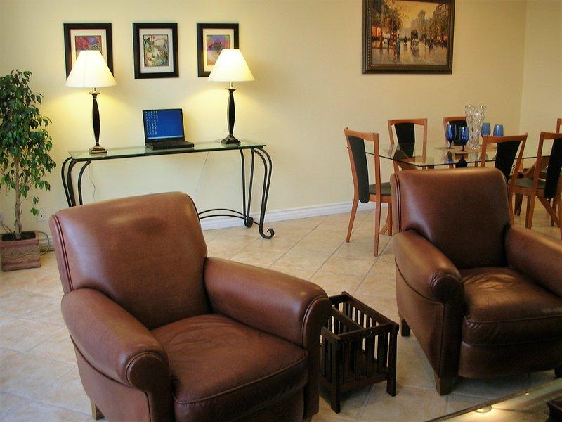 Living Area - Beautiful 2-bedroom 2-bath Townhouse in Upscale Santa Monica Location, Sleeps 7 - Santa Monica - rentals