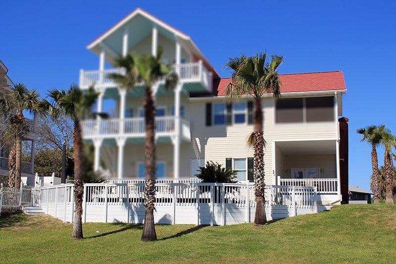 2 Railwood Avenue - Downstairs - Easy Beach Access - FREE Wi-Fi - Image 1 - Tybee Island - rentals