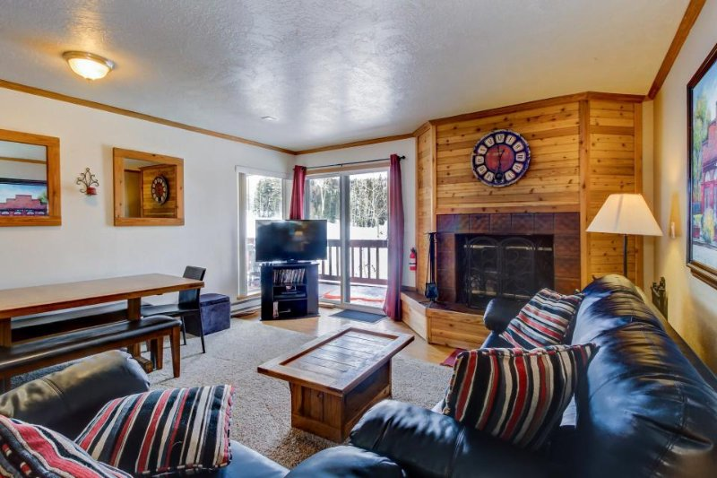 Beautifully decorated ski-in/out, dog-friendly condo with fantastic views! - Image 1 - Brian Head - rentals