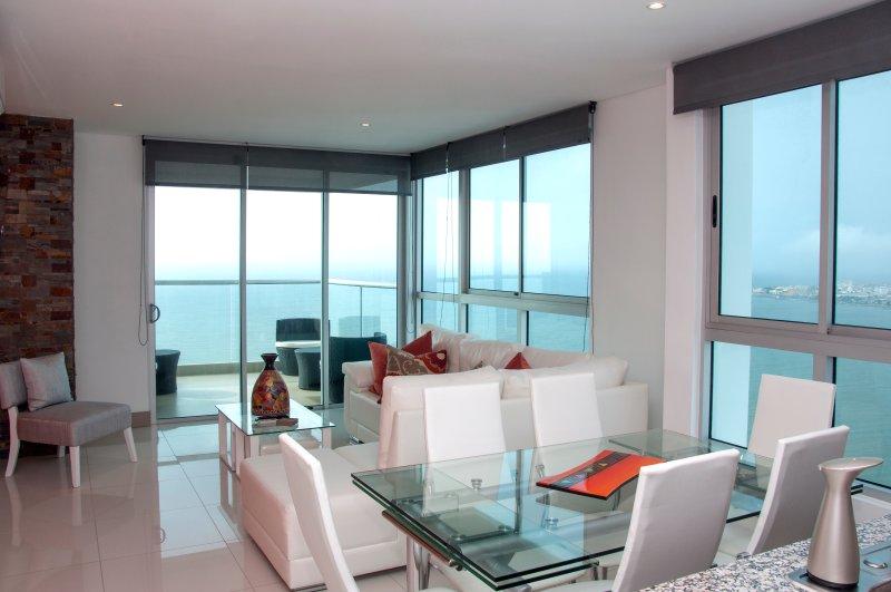 Stunning 3 Bedroom Luxury Apt on the Beach - Image 1 - Cartagena - rentals