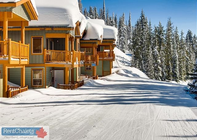 Perfect Ski in Ski Out Location - Silver Tip 6 Upper Snow Pines Location Sleeps 6 - Big White - rentals