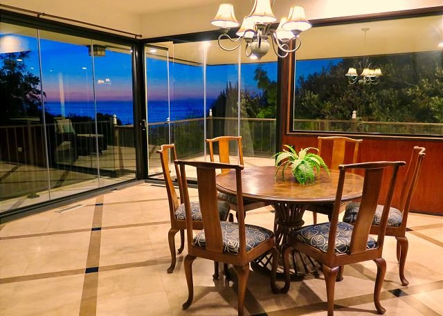 Enjoy the sunset and ocean views from this beautiful dining area with retracting doors to the balcony. - Private home with ocean views and private hot tub - La Jolla - rentals