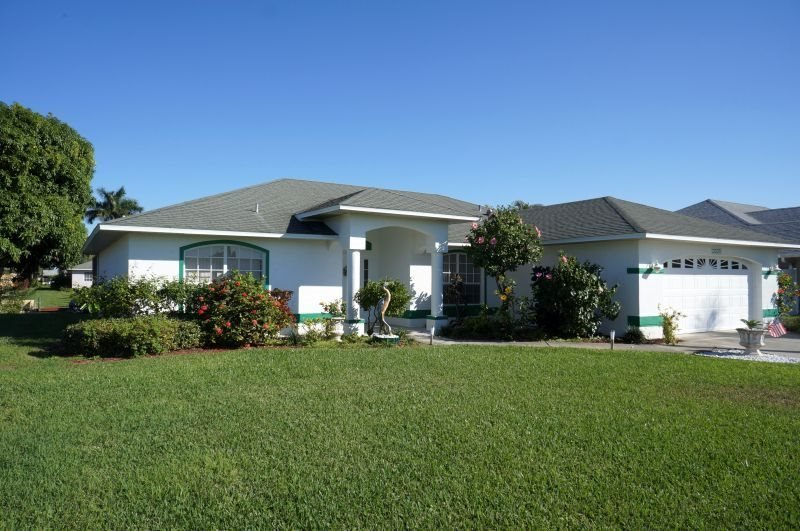 Rebecca - SE Cape Coral 3b/2ba Solar Heated Pool, Gulf Access Canal, Close to - Image 1 - Cape Coral - rentals