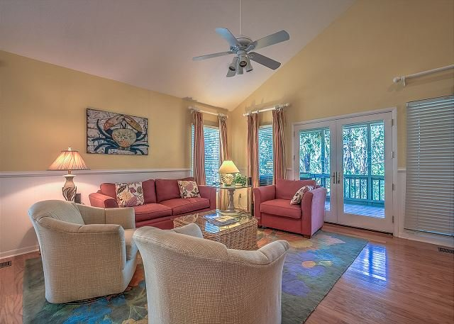 Living Area - 17 Beachside - 50 yards to the beach and steps to S. Beach Marina/Salty Dog - Hilton Head - rentals