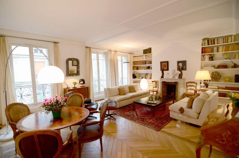 2 BR Vacation Rental in Paris Near Eiffel Tower - Image 1 - Paris - rentals