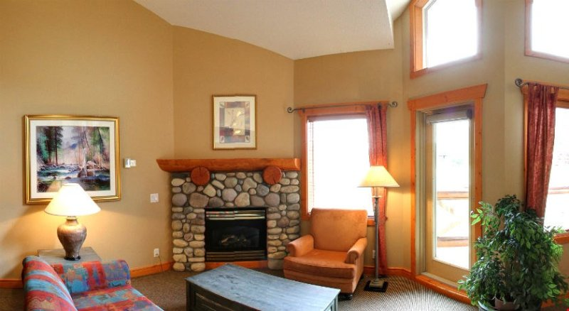 The living area is spacious and includes a cozy fireplace - Fernie Lizard Creek Lodge Ski-in/Ski-Out 1 Bedroom Condo - Fernie - rentals