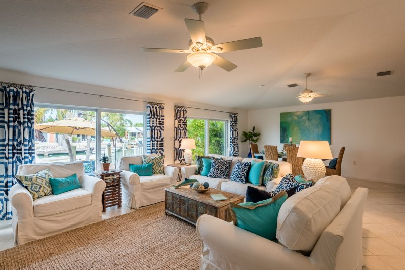 Open floor plan equals lots of room for everyone - New Listing-Waterfront Beach Villa 3BR w/Cabana Club. Private boat charter - Key Colony Beach - rentals