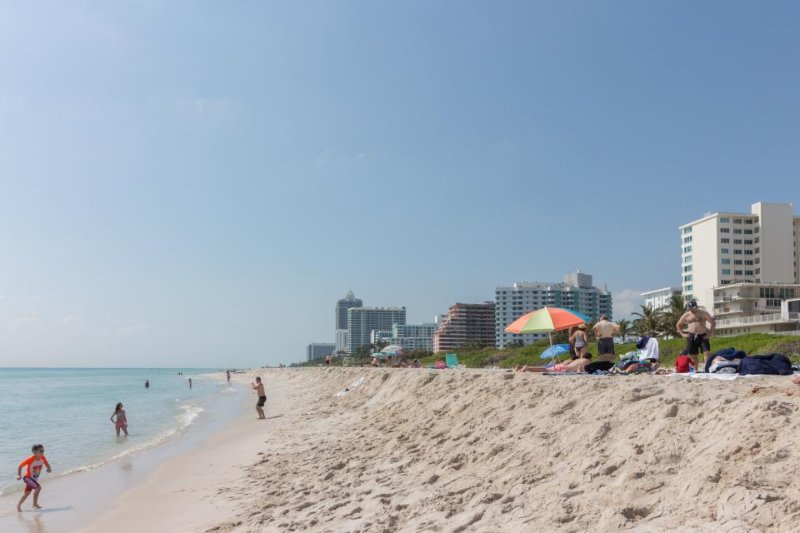 Cute oceanfront condo w/ shared pool and other resort amenities - Image 1 - Miami Beach - rentals