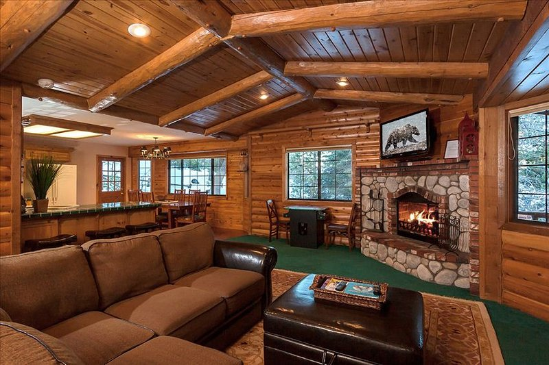 Beautiful Open Concept Living Area with LCD TV over Log Fireplace - Modern 3-Bedroom Chalet. Walk to Bear Mountain! Steps to the National Forest. - Big Bear Area - rentals