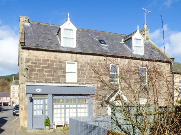 BRIDGE VIEW HOUSE, apartment set over first and second floors, WiFi, close to - Image 1 - Rothbury - rentals
