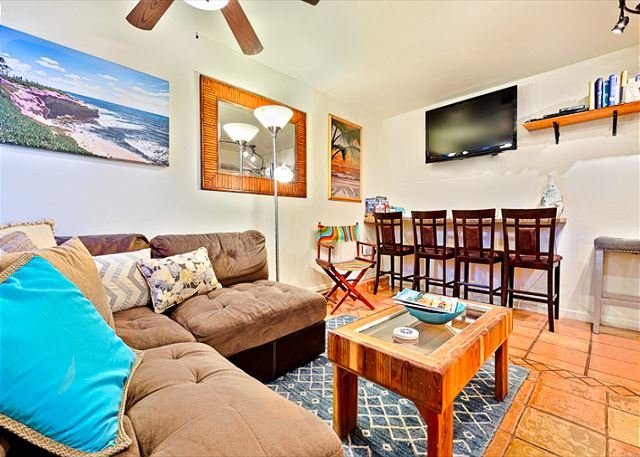 Just steps to Windansea Beach, this unit is pet friendly and perfect for a beach getaway. - 10% OFF MAY - Steps to Windansea Beach w/ Hot Tub, Private Patio & BBQ - La Jolla - rentals