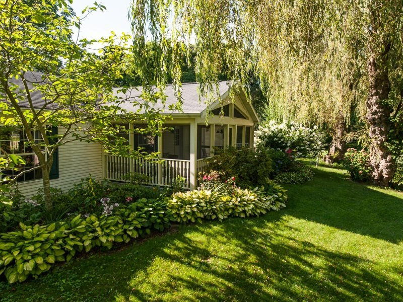 Bluebird - Super cute, peaceful Vacation Home - Image 1 - South Haven - rentals