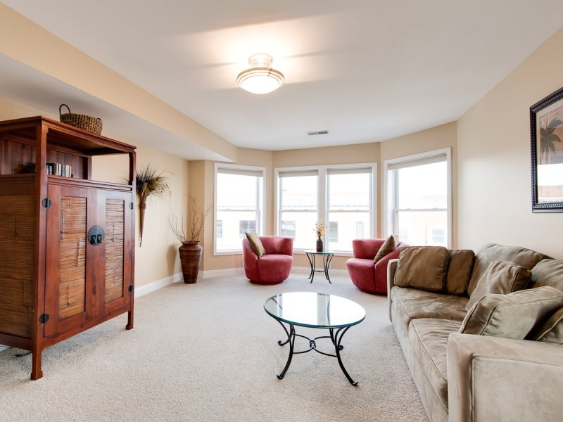 Phoenix Court Lucky #7 Beautiful Downtown Condo - Image 1 - South Haven - rentals