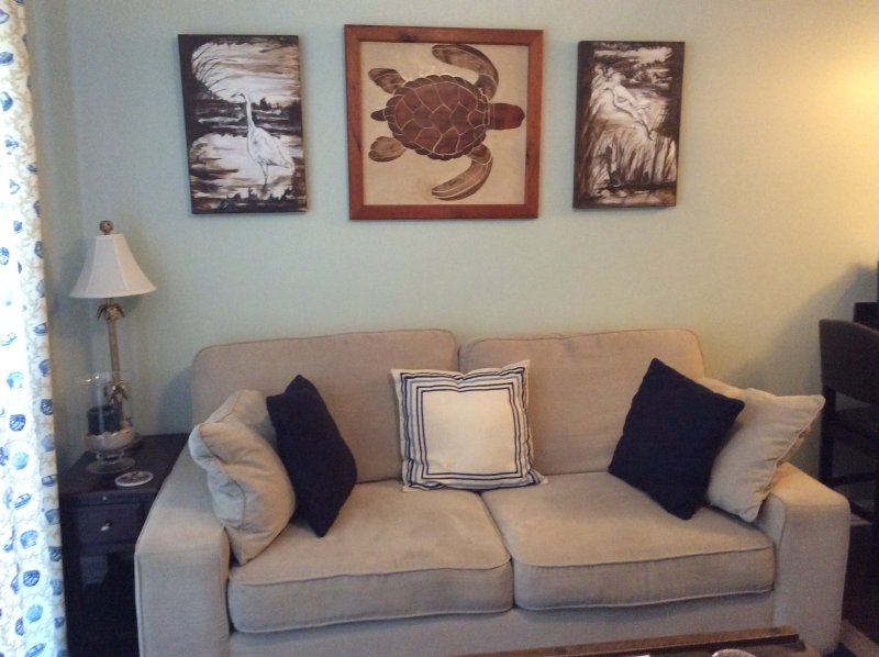 Turtle décor throughout - Sunshine Slowdown!  King Bed.  Come Play at Tybee! - Tybee Island - rentals