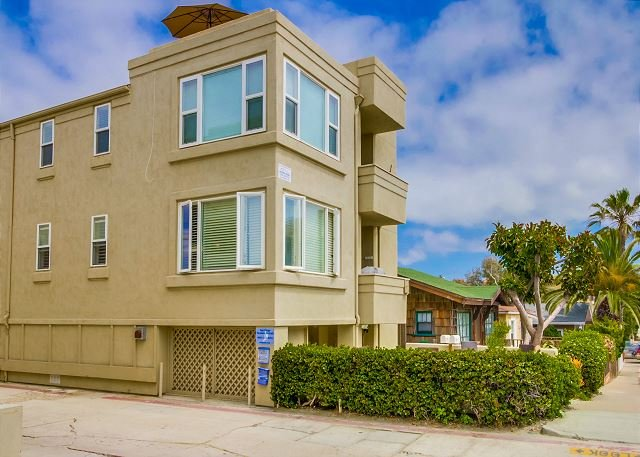 714 Kingston Court  - Ocean views  from this 3-bedroom condo - Rooftop deck with ocean views! - Pacific Beach - rentals