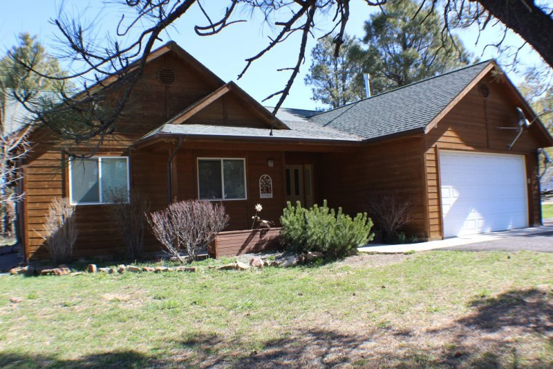 Steamboat is a 3 bedroom vacation home in Pagosa Springs offering a central - Image 1 - Pagosa Springs - rentals
